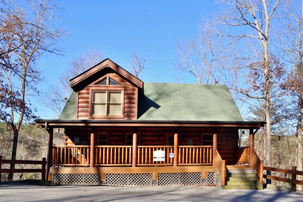 Photo of a Sevierville Cabin named Sweet Surrender - This is the second photo in the set.