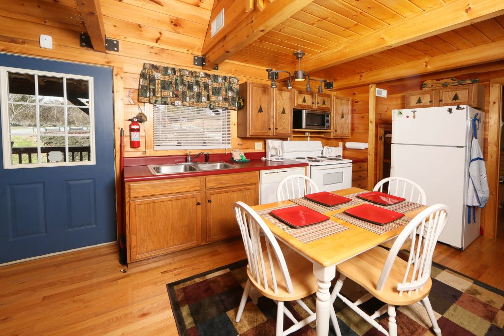 Photo of a Sevierville Cabin named Fireside Memories - This is the twelfth photo in the set.