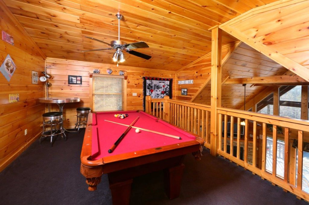Photo of a Gatlinburg Cabin named Hugs N Kisses - This is the twelfth photo in the set.