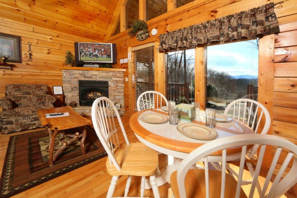 Photo of a Gatlinburg Cabin named Hugs N Kisses - This is the fifteenth photo in the set.