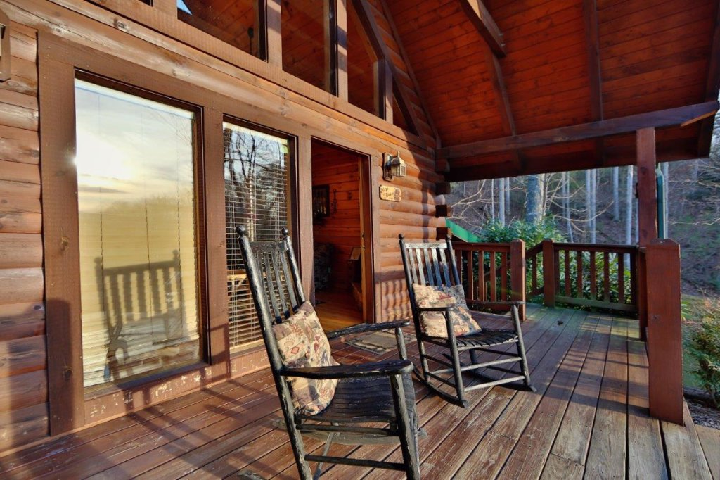 Photo of a Gatlinburg Cabin named Hugs N Kisses - This is the fourth photo in the set.