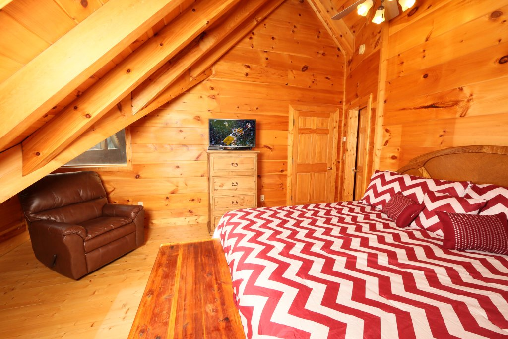 Photo of a Sevierville Cabin named Southern Hospitality - This is the thirteenth photo in the set.