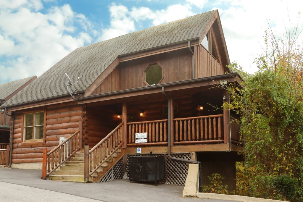 Photo of a Sevierville Cabin named Amazing Grace - This is the second photo in the set.