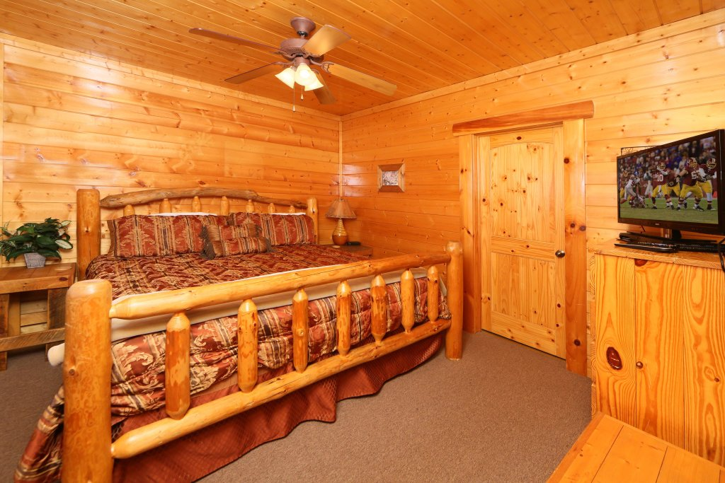 Photo of a Sevierville Cabin named Rising Eagle Lodge - This is the seventh photo in the set.