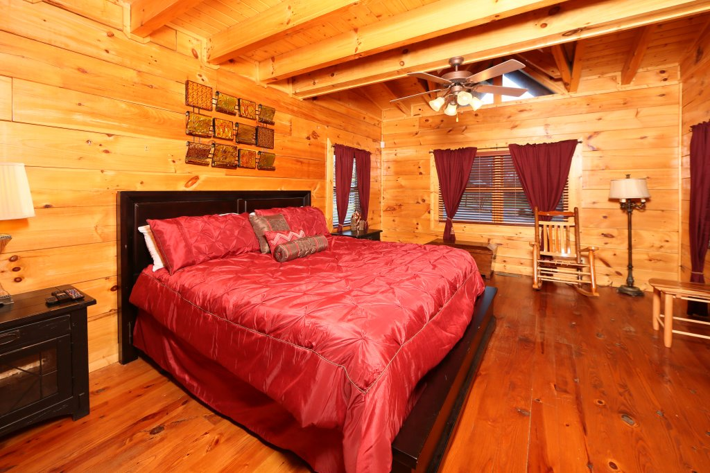 Photo of a Pigeon Forge Cabin named Southern Hospitality - This is the ninth photo in the set.
