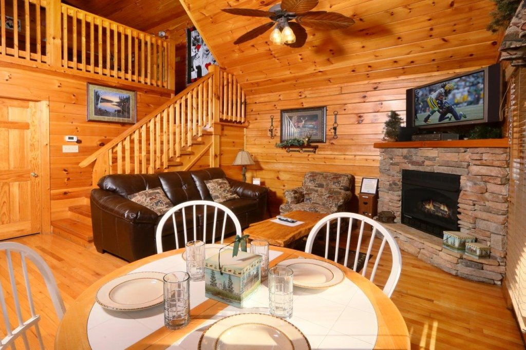 Photo of a Gatlinburg Cabin named Hugs N Kisses - This is the sixteenth photo in the set.
