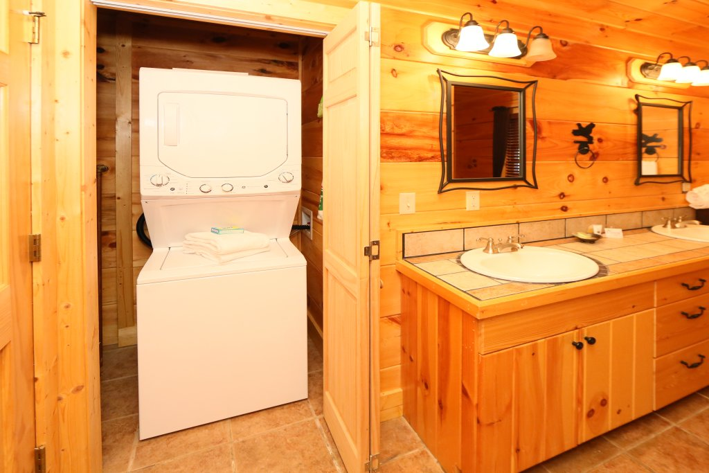 Photo of a Sevierville Cabin named Southern Hospitality - This is the twelfth photo in the set.