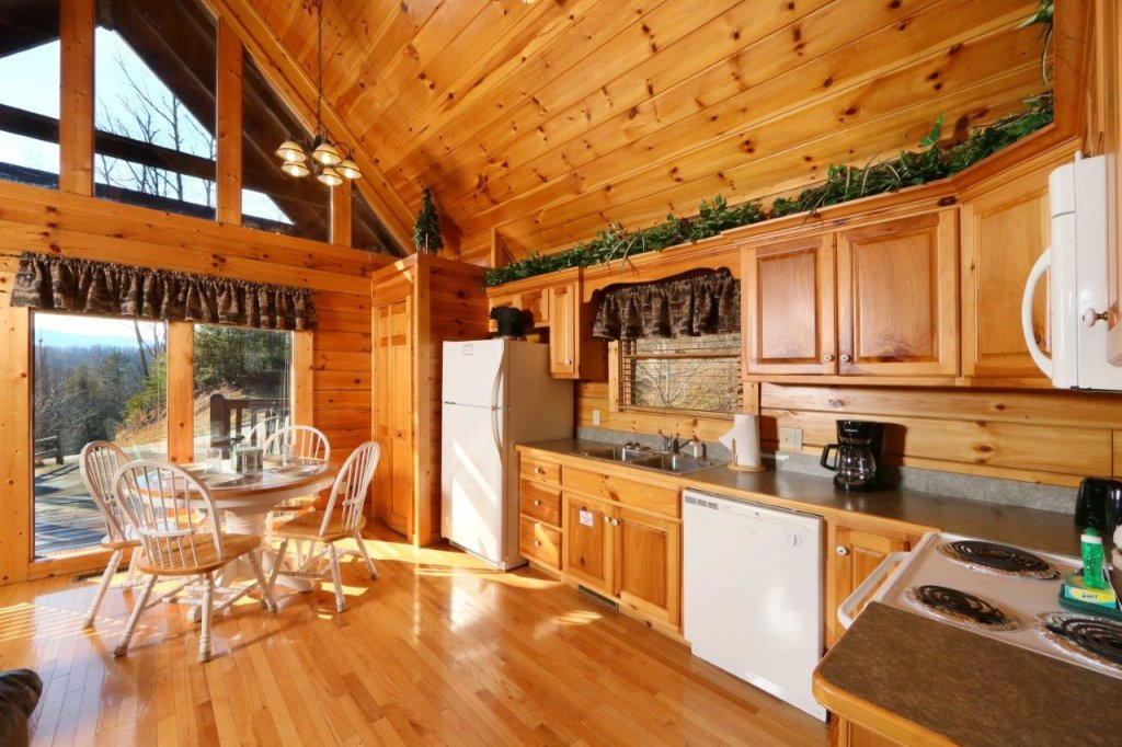 Photo of a Gatlinburg Cabin named Hugs N Kisses - This is the fourteenth photo in the set.