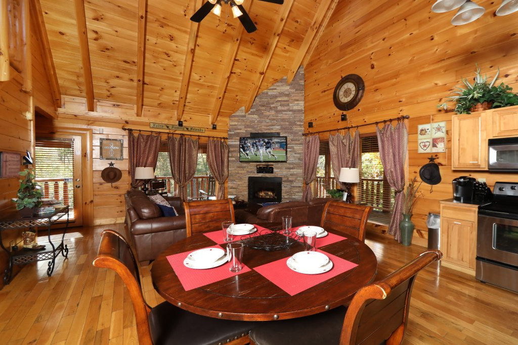 Photo of a Sevierville Cabin named Amazing Grace - This is the first photo in the set.