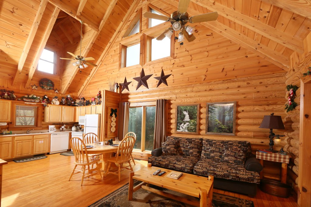 Photo of a Sevierville Cabin named Smoky Cascades - This is the sixth photo in the set.