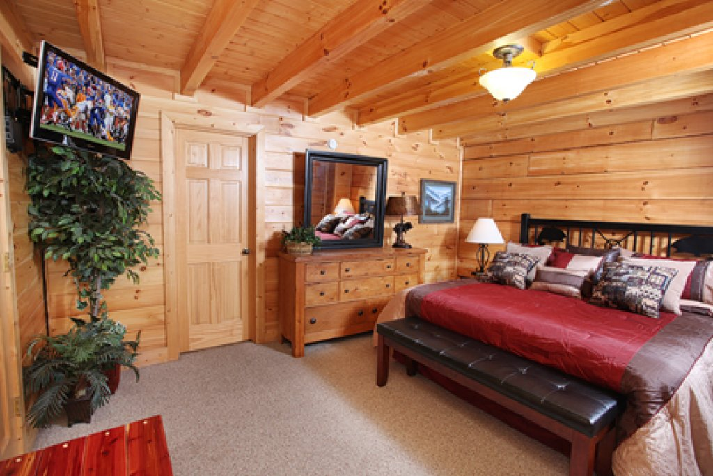 Photo of a Pigeon Forge Cabin named Moose-behaving - This is the eighteenth photo in the set.