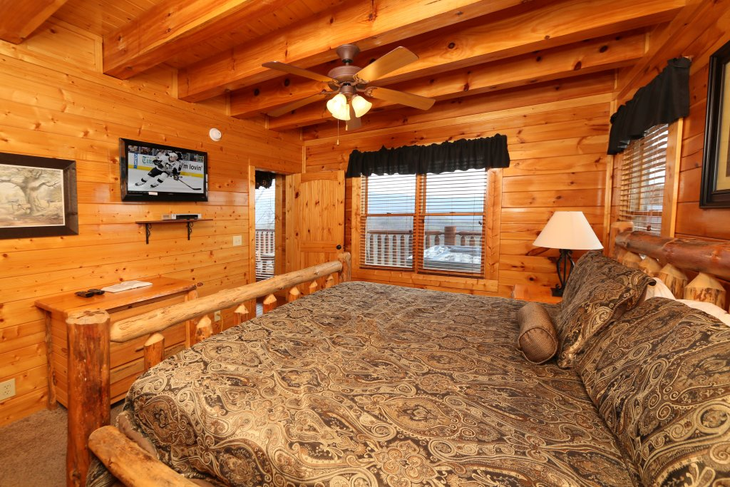 Photo of a Sevierville Cabin named Wavyleaf Retreat - This is the thirteenth photo in the set.