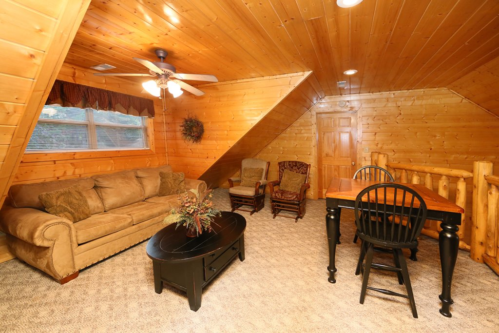 Photo of a Sevierville Cabin named Mountain Shadow Lodge - This is the thirteenth photo in the set.