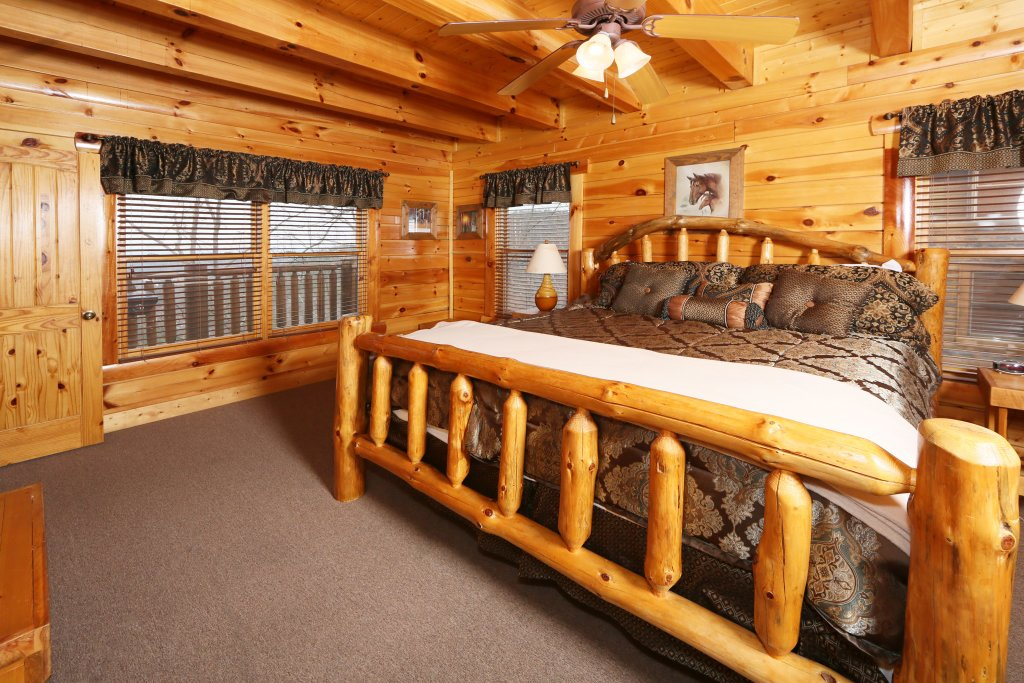 Photo of a Sevierville Cabin named Rising Eagle Lodge - This is the thirty-sixth photo in the set.