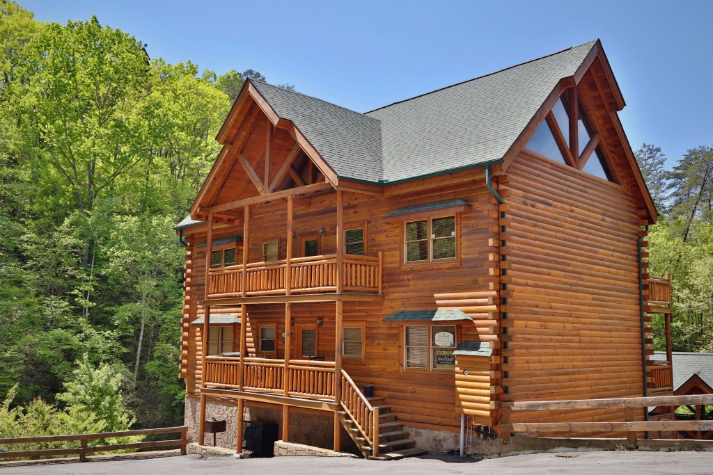 Photo of a Sevierville Cabin named Smoky Mountain Cinema - This is the first photo in the set.