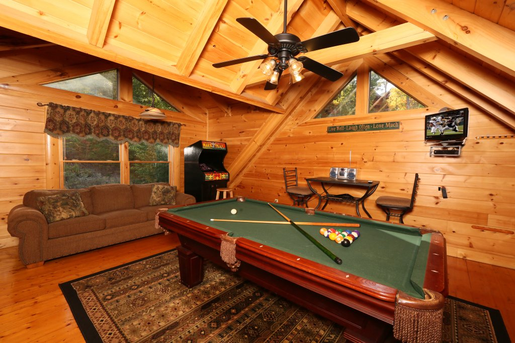 Photo of a Pigeon Forge Cabin named Little Chateau - This is the fourteenth photo in the set.