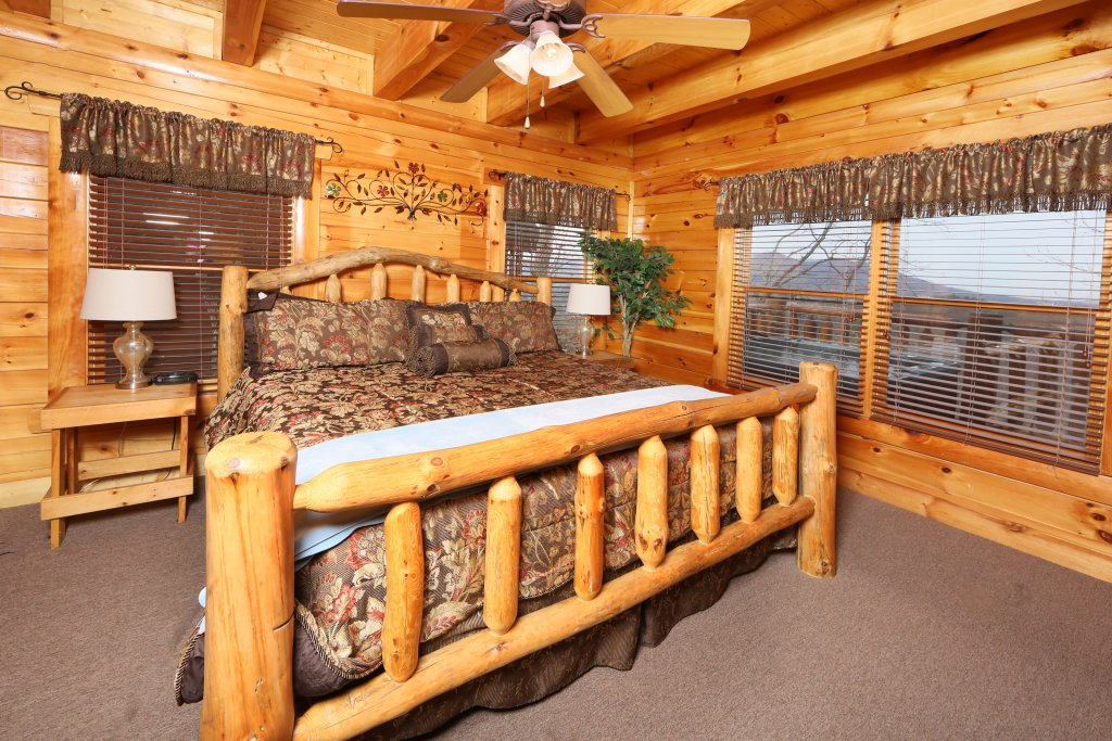 Photo of a Sevierville Cabin named Rising Eagle Lodge - This is the thirty-fifth photo in the set.