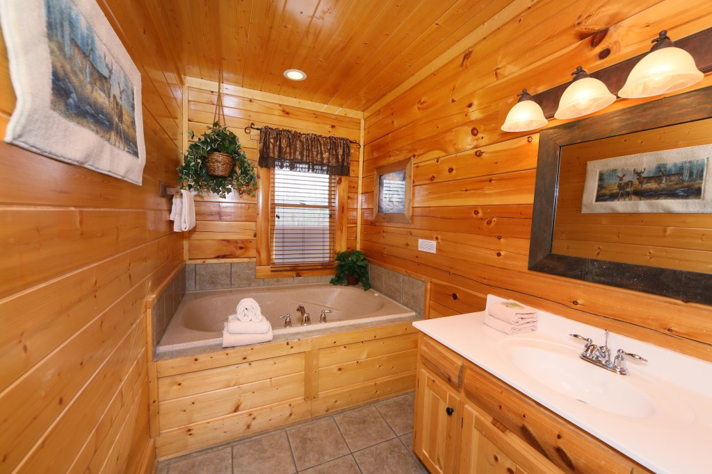 Photo of a Sevierville Cabin named Rising Eagle Lodge - This is the thirty-third photo in the set.