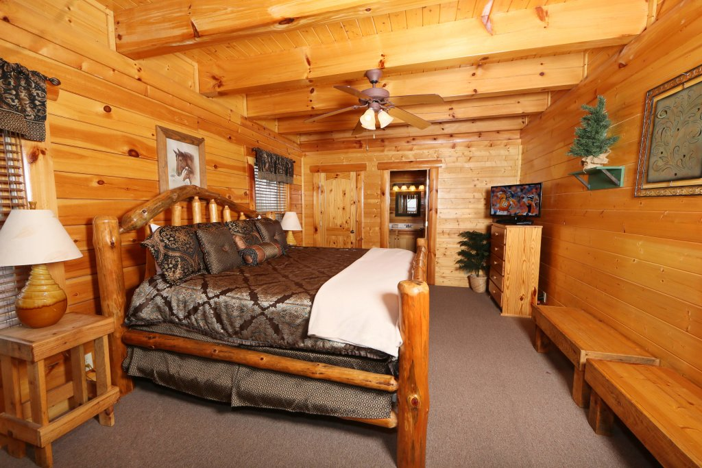 Photo of a Sevierville Cabin named Rising Eagle Lodge - This is the twenty-fourth photo in the set.