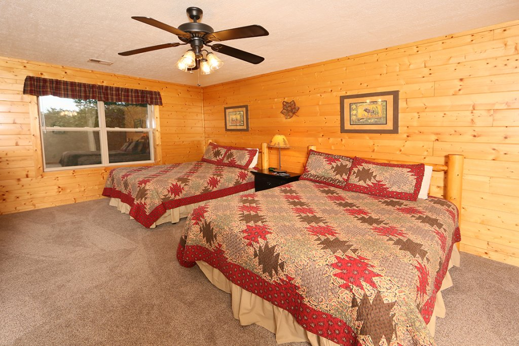 Photo of a Sevierville Cabin named Mountain Shadow Lodge - This is the twenty-fourth photo in the set.