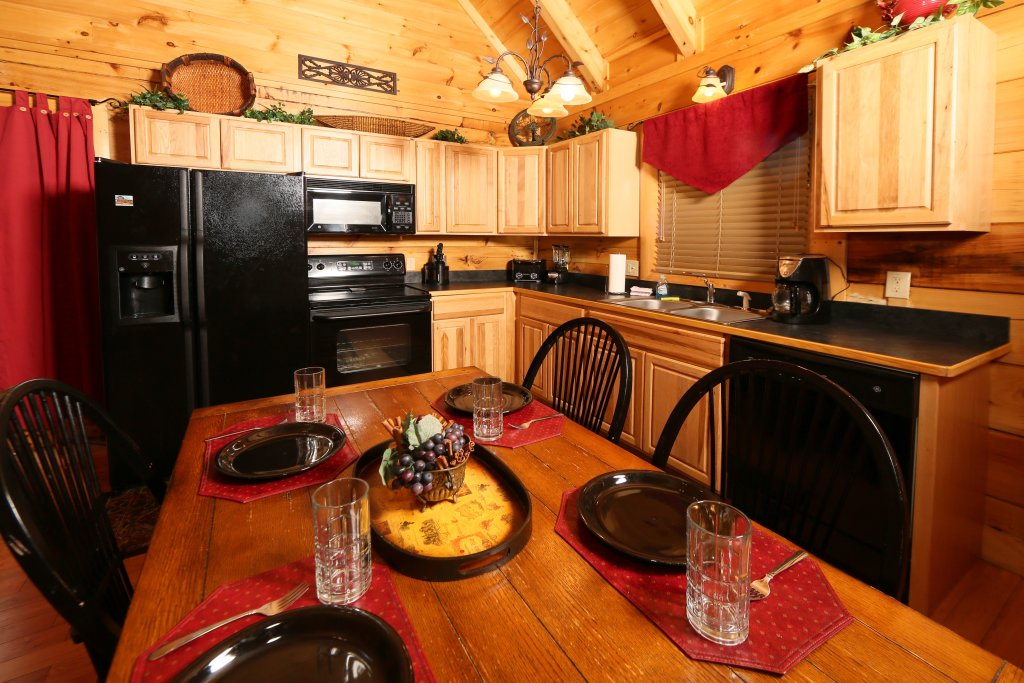 Photo of a Pigeon Forge Cabin named Little Chateau - This is the sixteenth photo in the set.