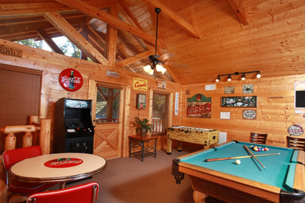 Photo of a Sevierville Cabin named Hullabaloo - This is the seventh photo in the set.