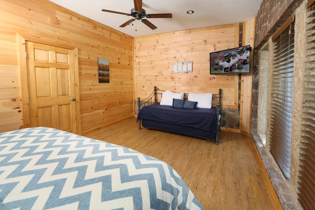 Photo of a Pigeon Forge Cabin named Family Valley Lodge - This is the thirty-second photo in the set.
