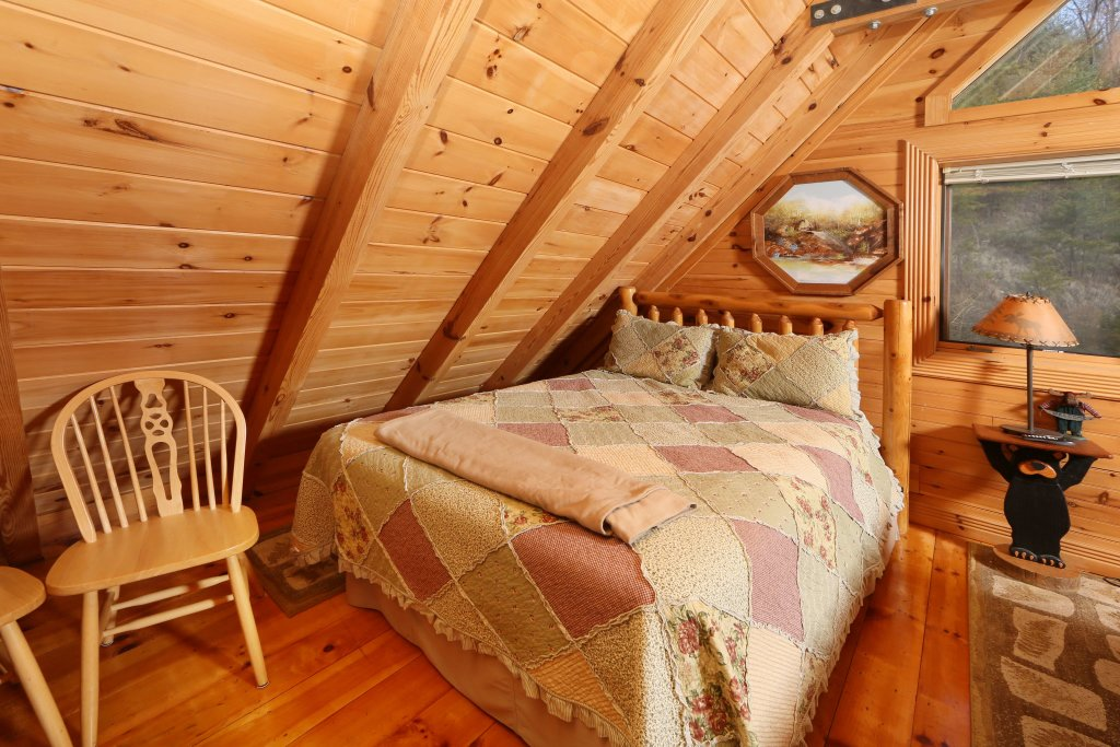 Photo of a Pigeon Forge Cabin named Smoky Cascades - This is the twelfth photo in the set.