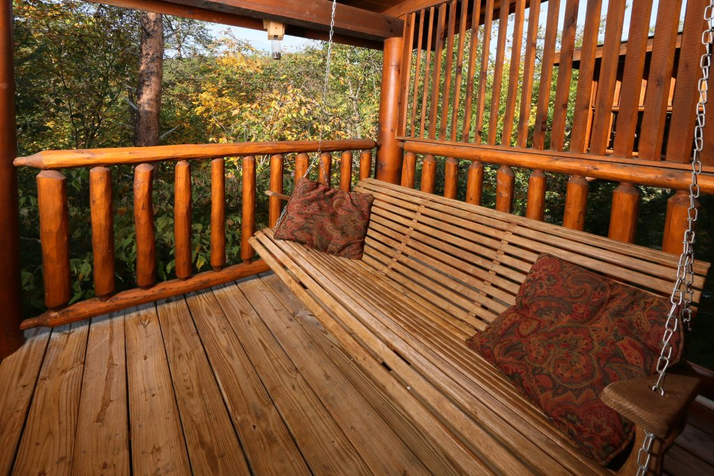 Photo of a Pigeon Forge Cabin named Little Chateau - This is the third photo in the set.