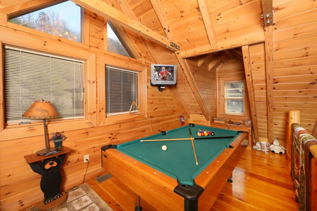 Photo of a Sevierville Cabin named Smoky Cascades - This is the ninth photo in the set.