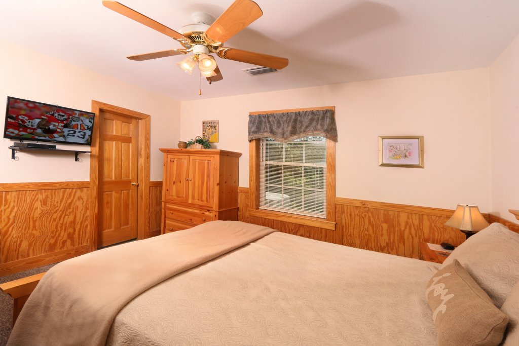 Photo of a Pigeon Forge Cabin named Walnut Grove (#2) - This is the seventeenth photo in the set.