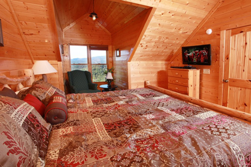 Photo of a Sevierville Cabin named Hullabaloo - This is the nineteenth photo in the set.