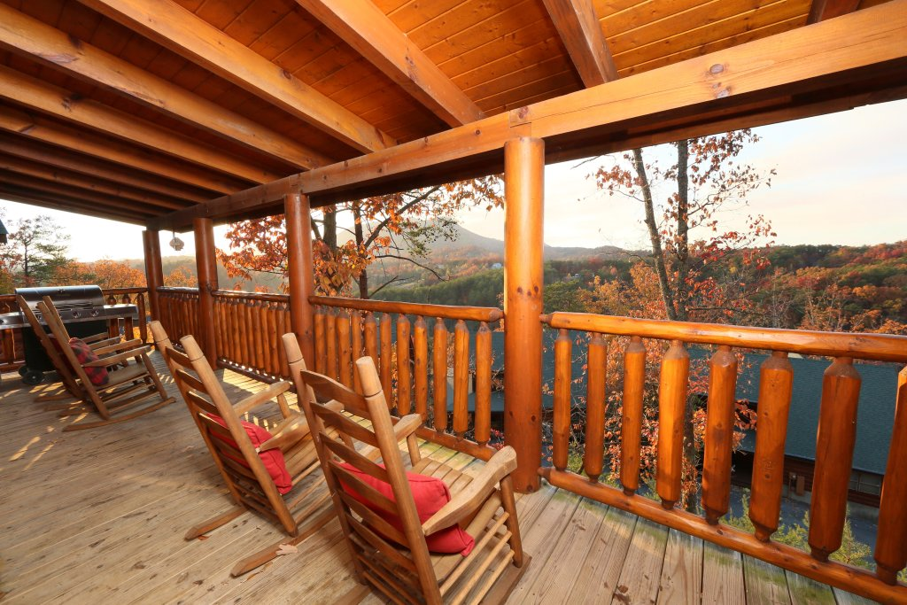 Photo of a Pigeon Forge Cabin named Arden Hill - This is the fourth photo in the set.