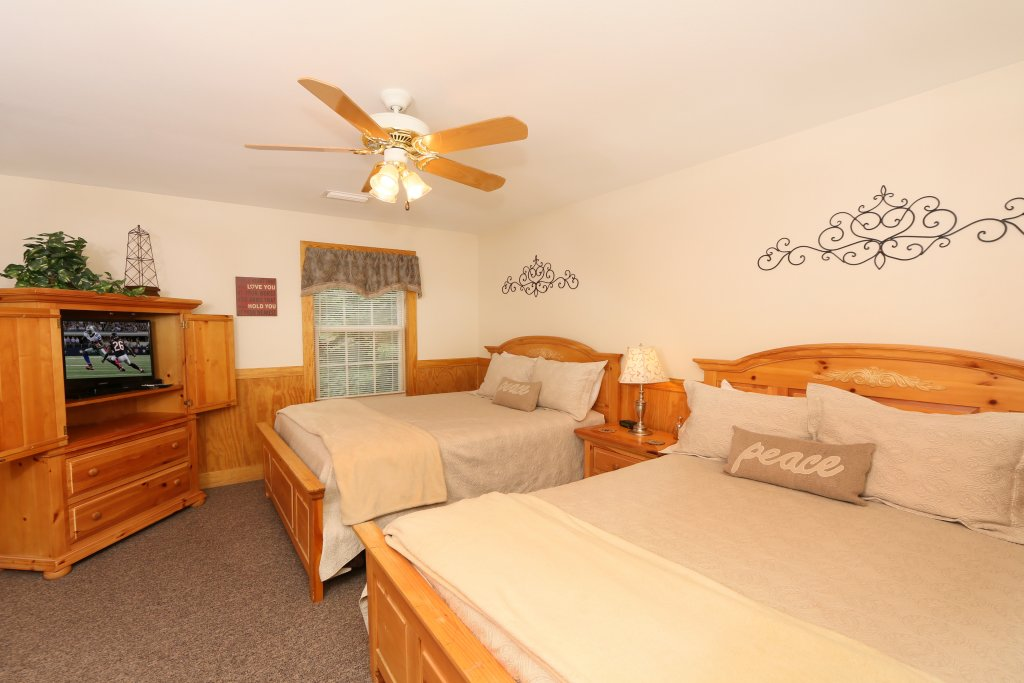 Photo of a Pigeon Forge Cabin named Walnut Grove (#2) - This is the twenty-first photo in the set.