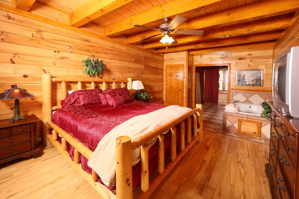 Photo of a Sevierville Cabin named Smoky Mountain Cinema - This is the twenty-second photo in the set.