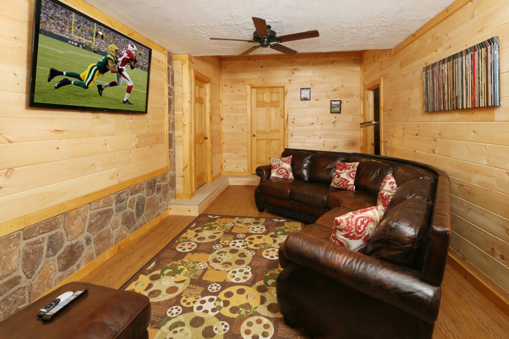 Photo of a Pigeon Forge Cabin named Family Valley Lodge - This is the forty-fifth photo in the set.