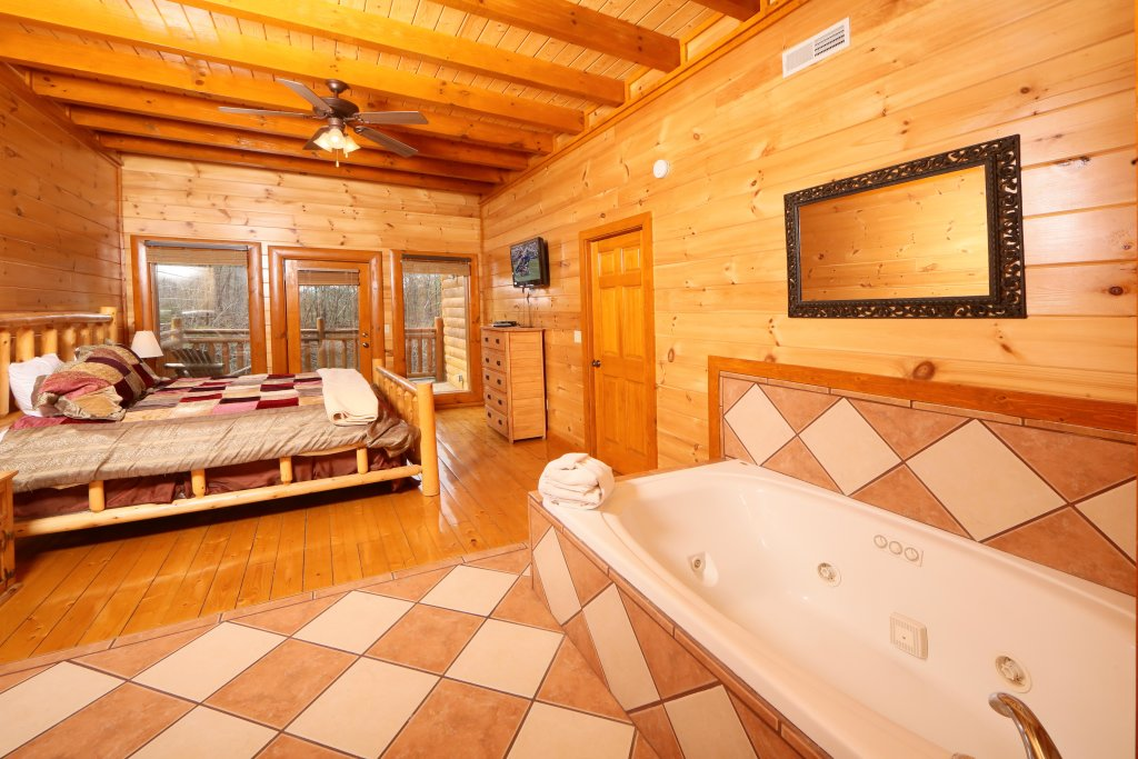 Photo of a Sevierville Cabin named Smoky Mountain Cinema - This is the twenty-first photo in the set.