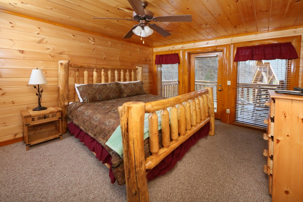 Photo of a Sevierville Cabin named Smoky Mountain Cinema - This is the thirty-fourth photo in the set.