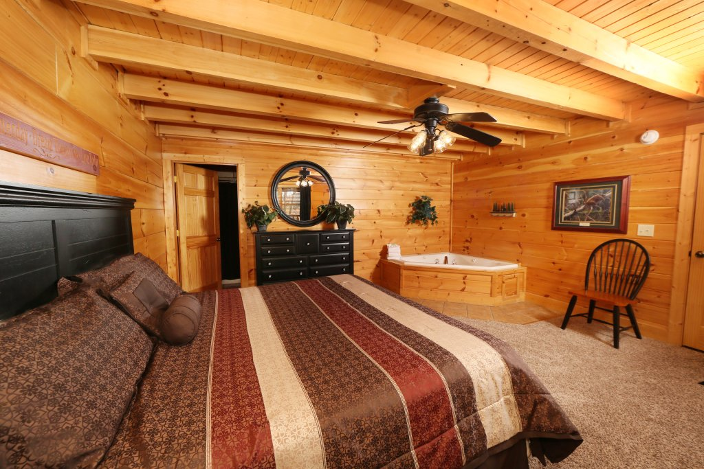 Photo of a Pigeon Forge Cabin named Arden Hill - This is the eighteenth photo in the set.
