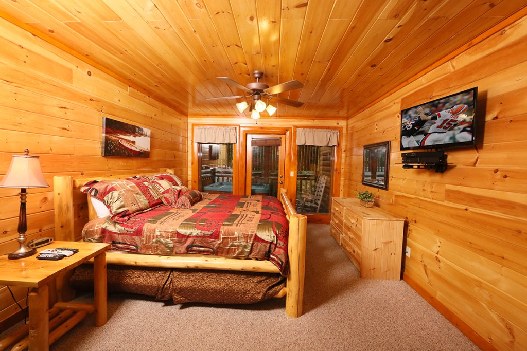 Photo of a Sevierville Cabin named Mountain Movie Inn - This is the sixteenth photo in the set.