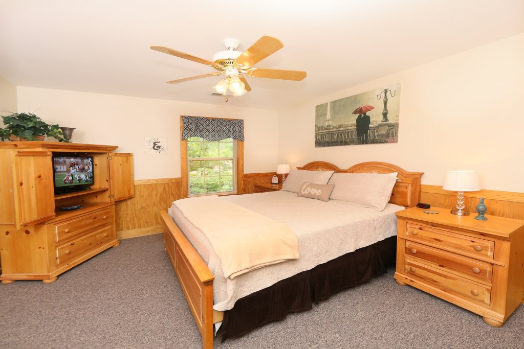 Photo of a Pigeon Forge Cabin named Holly Grove (#1) - This is the twelfth photo in the set.