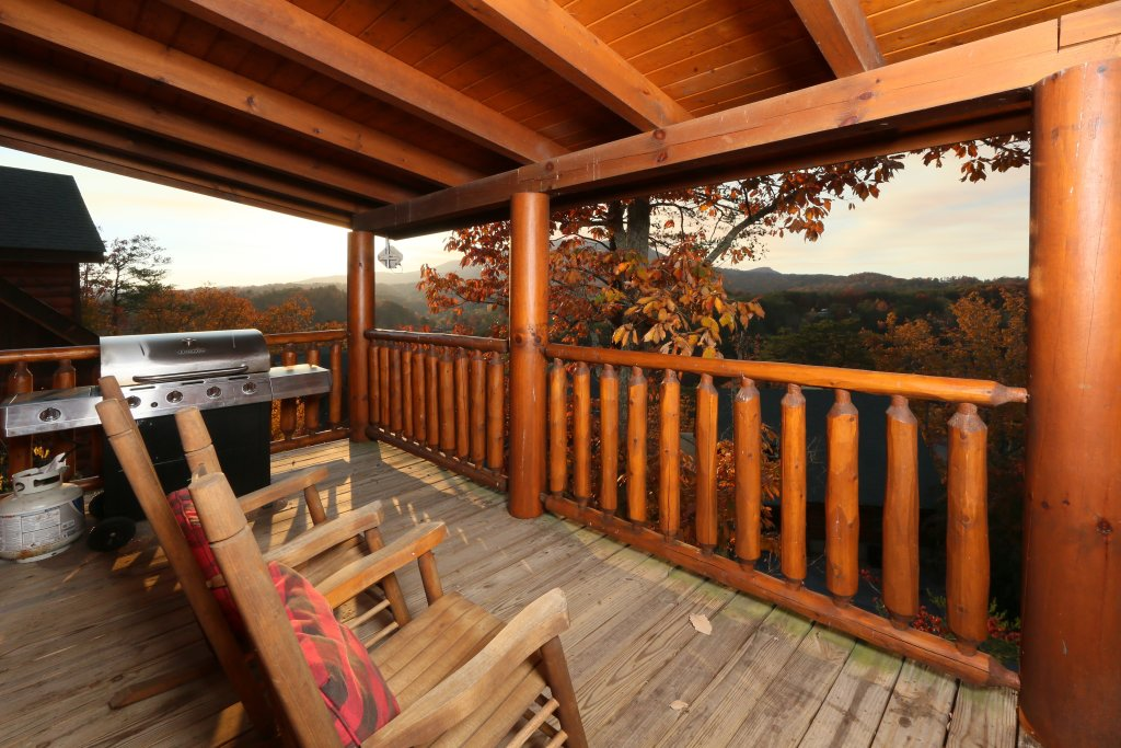 Photo of a Pigeon Forge Cabin named Arden Hill - This is the sixth photo in the set.
