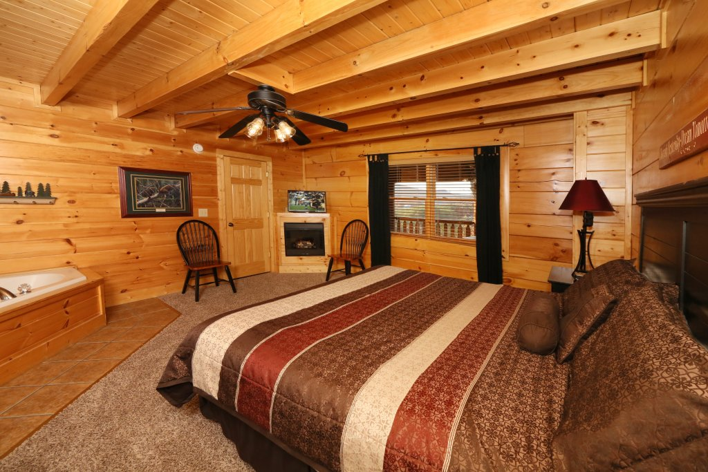 Photo of a Pigeon Forge Cabin named Arden Hill - This is the seventeenth photo in the set.