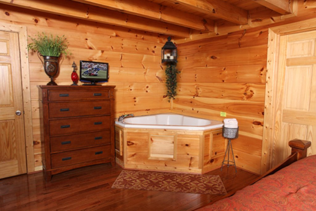 Photo of a Sevierville Cabin named Off The Clock - This is the sixteenth photo in the set.