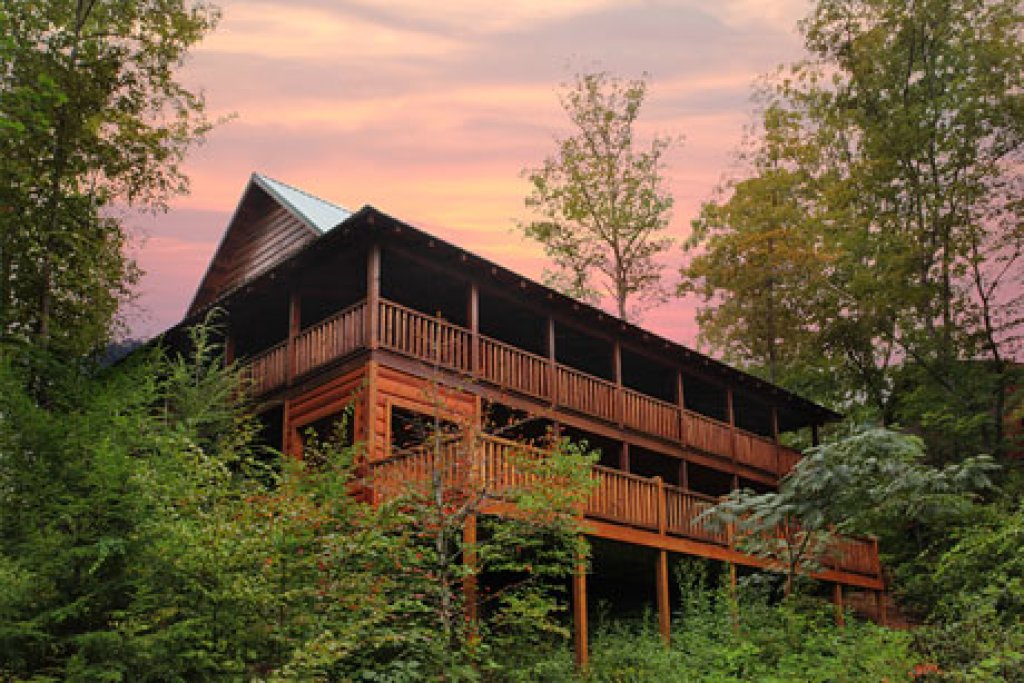 Photo of a Sevierville Cabin named Off The Clock - This is the second photo in the set.