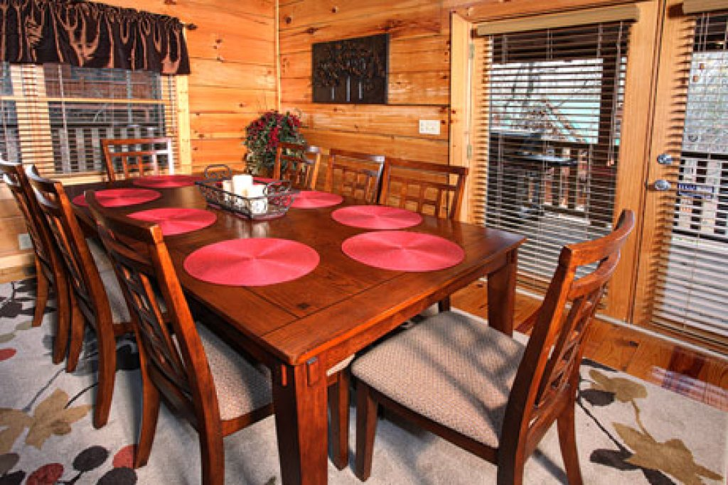 Photo of a Sevierville Cabin named Off The Clock - This is the twenty-seventh photo in the set.