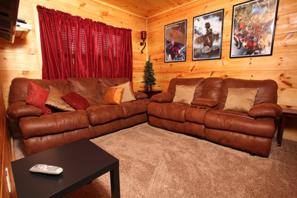 Photo of a Pigeon Forge Cabin named Off The Clock - This is the twenty-fifth photo in the set.