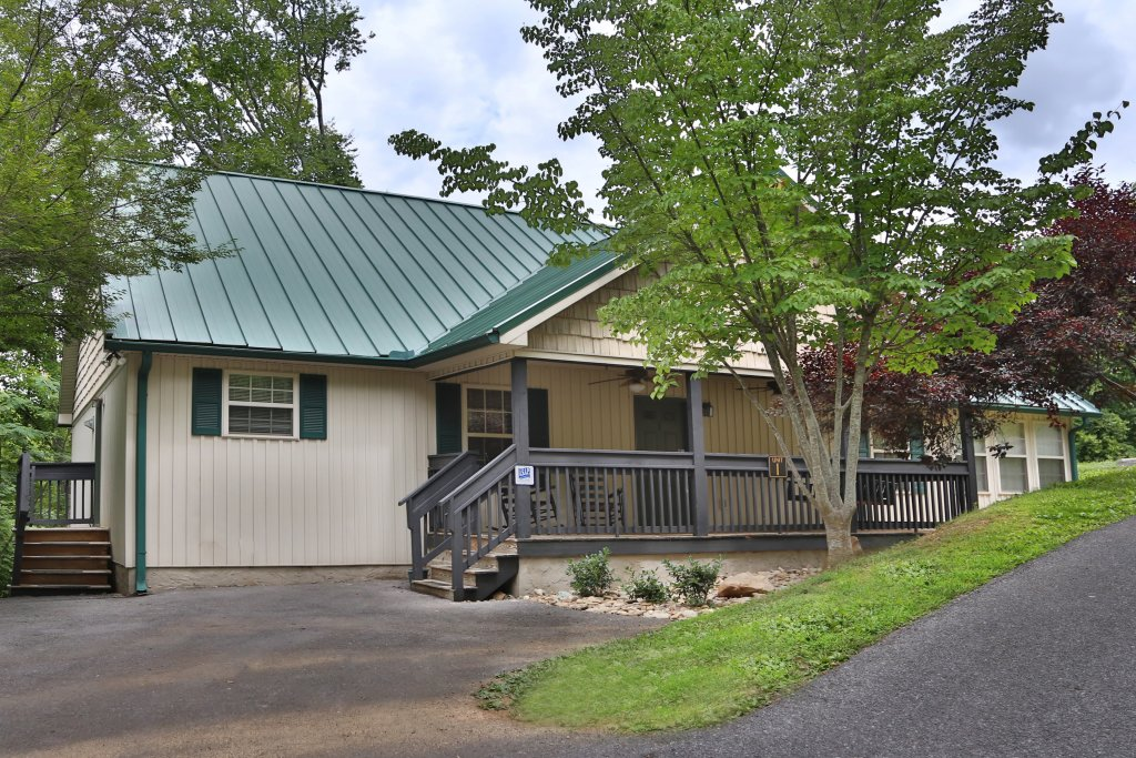 Photo of a Pigeon Forge Cabin named Holly Grove (#1) - This is the first photo in the set.