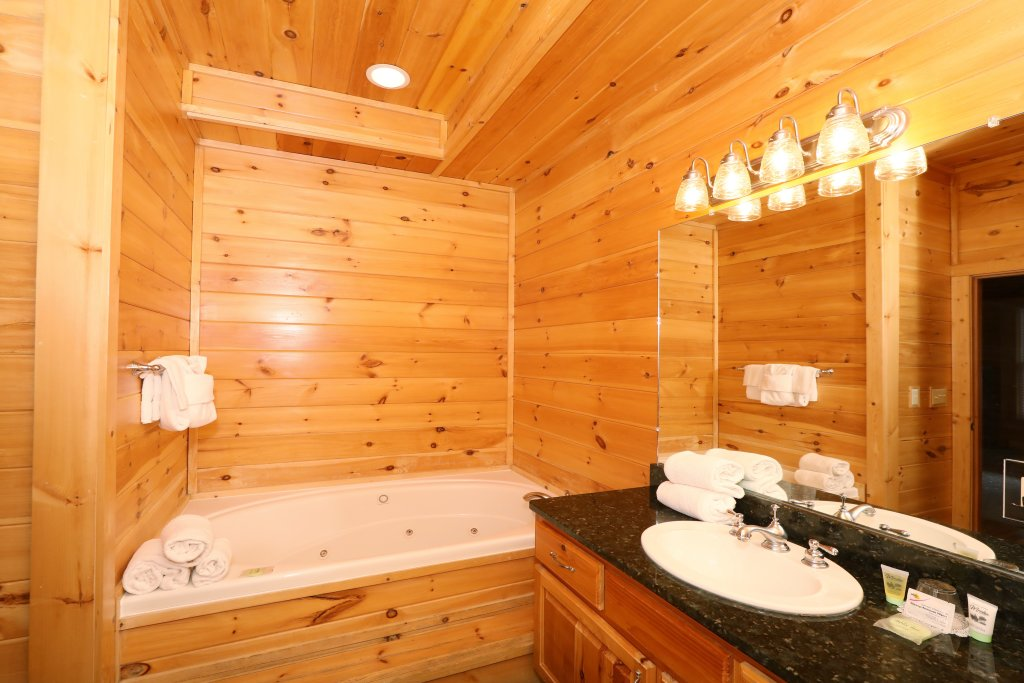 Photo of a Sevierville Cabin named Majestic Mountain Pool Lodge - This is the thirtieth photo in the set.