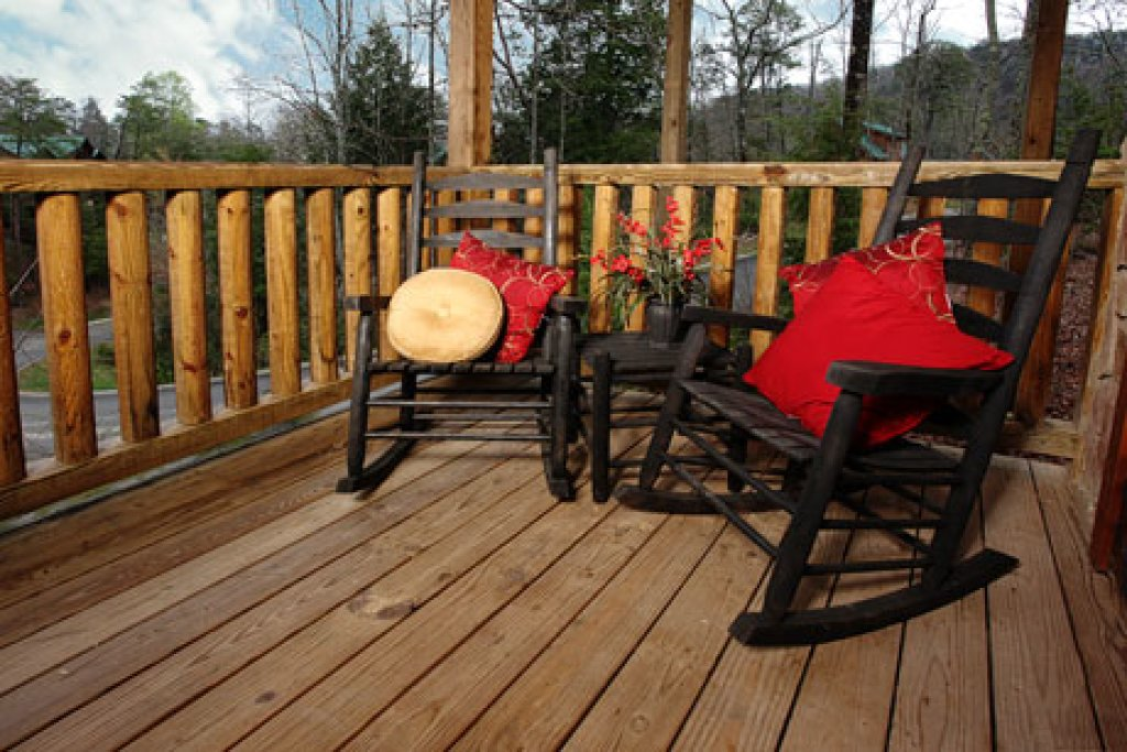Photo of a Pigeon Forge Cabin named Off The Clock - This is the sixth photo in the set.